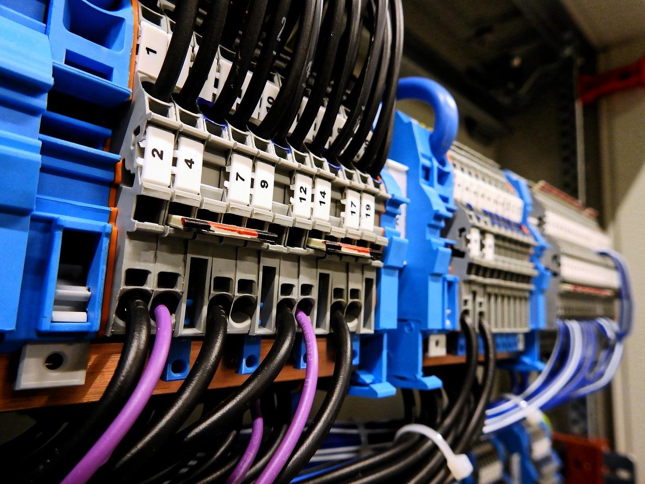 Praca elektryka – wymagania